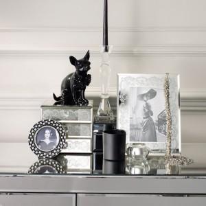 Czarne, stalowe, błyszczące - drobiazgi do domu w stylu glamour. Fot. Debenhams.