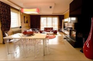 Dom na Smulsku, salon z aneksem kuchennym.