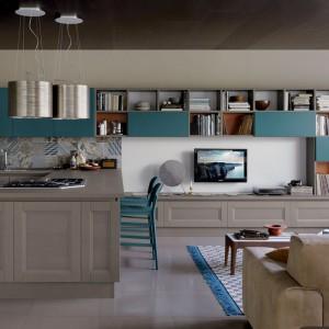 System mebli kuchennych Vintage Shellsystem z kolekcji Essence cechują drewniane drzwiczki z dekoracyjną ramą, które doskonale podkreślają reprezentacyjny charakter kuchni. Fot. Veneta Cucina.
