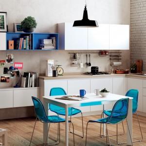 Aranżacja przestrzeni kuchenno-dziennej w skandynawskim stylu w wykorzystaniem mebli z kolekcji Easy marki Scavolini. Fot. Scavolini.