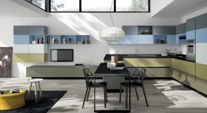 Masz niewielki dom lub mieszkanie? Pokażemy ci zatem jak w jednej przestrzeni urządzić salon i kuchnię. W naszej galerii znajdziesz pomysły ciekawych aranżacji zarówno w stylu nowoczesnym, jak i klasycznym.