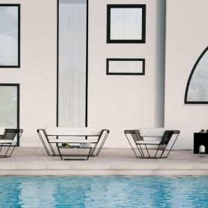 Zestaw wypoczynkowy Float marki Talenti, w skład którego wchodzą sofa, stolik oraz fotele. Ich charakterystyczna forma została uzyskana przez laserowe cięcia. Fot. Talenti.