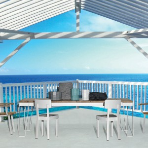 Krzesła i stół z kolekcji InOut marki Gervasoni łączą czystość bieli z ciepłem drewna teakowego. Fot. Gervasoni.