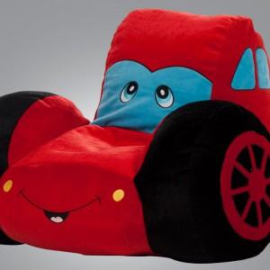 Mięciutki fotel nawiązujący kształtem do bajki o słynnym samochodzie. Istikbal.