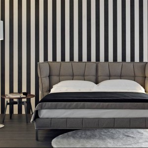 Intensywny, biało - czarny wzór wprowadzi do wnętrza mocny, dynamiczny akcent. Na zdjęciu łóżko Husk proj.Patricia Urquiola. Fot.B&B Italia.
