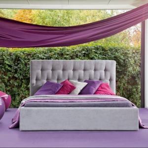 Łóżko Katia z pikowanym, prostokątnym zagłówkiem. Fot.Dormi Design.