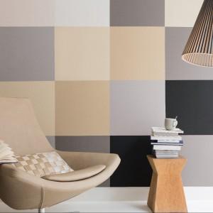 Propozycja marki Dulux - beże zestawione z szarościami w modny geometryczny wzór. Fot. Dulux.