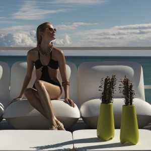 Donice nie tylko na kaktusy z kolekcji Vlek zaprojektowane dla marki Vondom. Można kupić kolorowe lub białe.