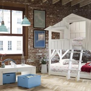 Łóżko dla rodzeństwa nawiązujące formą do piętrowego domu. Fot. Cuckooland.