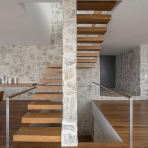 Piękne schody. Fot. Arthur Casas Studio.