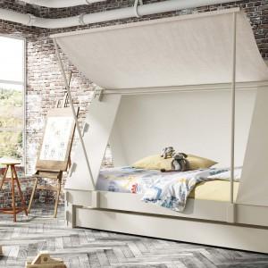 Łóżko w formie otwieranego namiotu. Fot. Cuckooland.