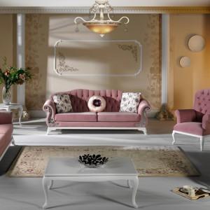 Pikowane sofy Birilance w romantycznym różowym wydaniu. Fot. Istikbal.