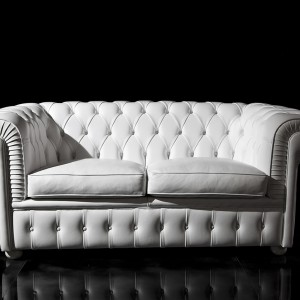 Uniwersalna, zgrabna sofa Chester firmy Clasic Design Italia. Fot. Clasic Design Italia.