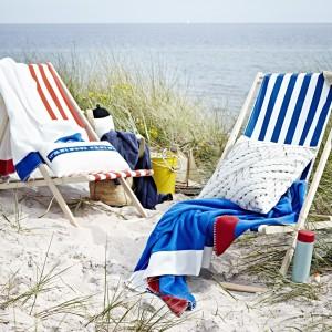 Składane leżaki z oferty marki Ikea do wyboru w biało-granatowe lub biało-czerwone pasy. Fot. Ikea.