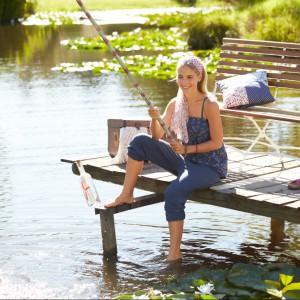 Poduszki z kolekcji Lato w stylu country z oferty marki Tchibo znakomite nawet na ryby. Fot. Tchibo.