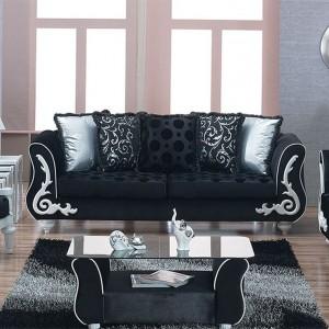 Czarne wypoczynki w klasycznym stylu ozdobione białymi ornamentami. Fot. Turkish Home.