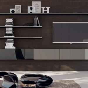 Nowoczesne meble na ścianę telewizyjną z czarnymi lakierowanymi frontami. Fot. Scavolini.
