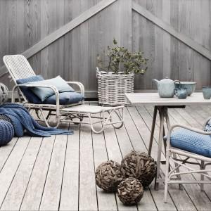 Dodatki i akcesoria z kolekcji duńskiej marki Broste Copenhagen w zimnych odcieniach błękitu. Fot. Broste Copenhagen.