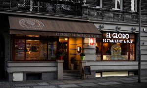 Wnętrze restauracji El Globo jest nieco kolonialne, a przyglądając się szczegółom, możemy wyruszyć w podróż dookoła świata. Również menu restauracji wpisuje się w tę ideę, ponieważ raz w miesiącu serwowana jest kuchnia z zagranicy, za każdym razem z innego kraju.