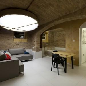 Mieszkanie w piwnicy – salon z jadalnią