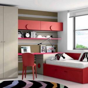 Nowoczesne meble w czerwonym kolorze to oryginalne rozwiązanie do pokoju nastolatki. Fot. Muebles Lara.