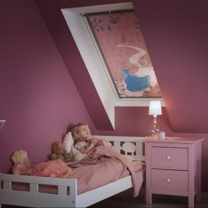 Bajkowa roleta marki Velux w kolorystyce odpowiedniej dla dziewczynki. Fot. Velux.