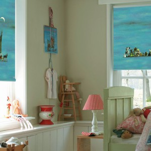 Fantazyjne rolety w kolorze nieba. Fot. Designer Curtains.