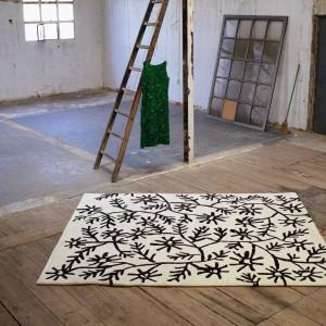 Nowoczesny dywan z serii Black on White. Fot. Nanimarquina.