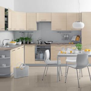 Kuchnia Fino marki Castorama to modułowe meble kuchenne, które pozwolą zaaranżować zarówno małe wnętrze, jak i aneks kuchenny. Fot. Castorama.