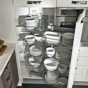 Rozwiązanie do szafek narożnych z kolekcji mebli Leda firmy Lube Cucine. Fot. Lube Cucine