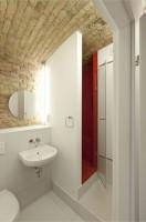 Przykład umiejętnego zaprojektowania wszystkich funkcji łazienkowych na niewielkiej powierzchni.