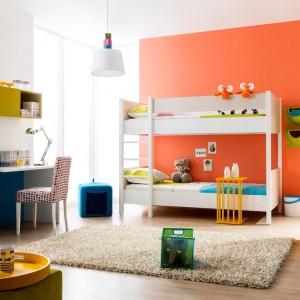 Kupując białe łóżko piętrowe mamy gwarancję, że skomponuje się z każdym kolorem wnętrza. Fot. Kids&Teens.