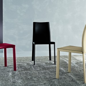 Ultranowoczesne krzesła z serii Mobis marki Antonello. Fot. Ebano Design.