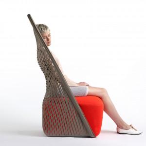 Krzesło-fotel Cradle zaprojektowane przez Benjamina Huberta. Fot. Benjamin Hubert.