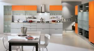 Nie bójcie się koloru i śmiało zaproście go do swojej kuchni. Pięknie ożywi wnętrze i nada mu oryginalny charakter. Zobaczcie inspirującą galerię kolorowych mebli kuchennych.