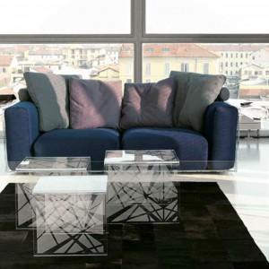 Trójelementowy stolik Tris w graficznej stylistyce. Fot. Colico Design.