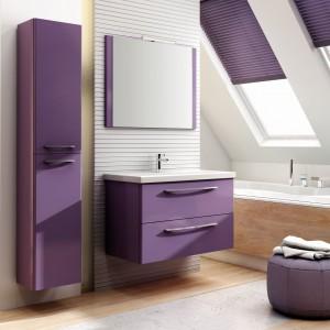 Jump to kolekcja subtelnych i wysmakowanych mebli łazienkowych. Odważne kolory i nowoczesne materiały połączone zostały z elegancją chromowanych uchwytów. Fot. Elita Meble.