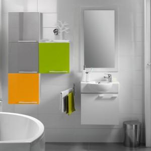 Lakierowane na wysoki połysk fronty do szafek łazienkowych z serii Nano marki Cersanit dostępne są m.in. w kolorze limonkowym i pomarańczowym. Za ich pomocą można stworzyć naprawdę wysmakowane wnętrze.. Fot. Cersanit.