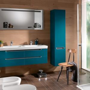 Kolekcja mebli łazienkowych dedykowana do małych pomieszczeń Subway dostępna w mocnym, turkusowym kolorze. Fot. Villeroy&Boch.