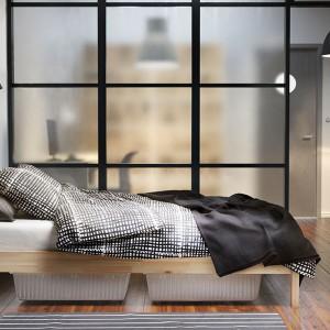 czarno biały komplet pościeli Bjornloka Ruta w nieregularną kratkę. Fot. Ikea.