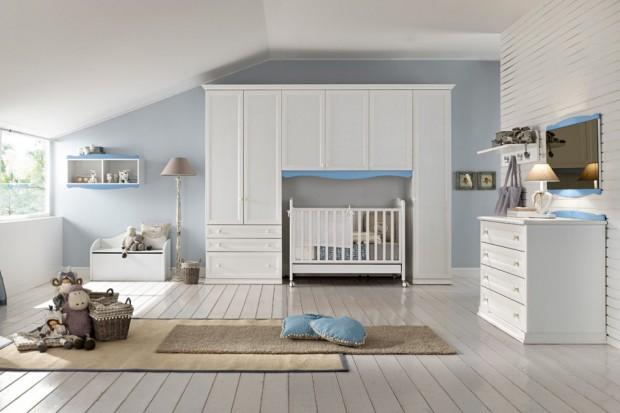 Pokój dla niemowlaka w bieli i błękicie