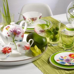 Porcelana z kolekcji Anmut Flowers. Proste kształty białych naczyń ozdobione są kolorowymi kwiatami, jakby namalowanymi akwarelą. Można myć w zmywarce i używać w kuchence mikrofalowej. 369 zł/dzbanek od kawy, 189 zł/mlecznik, 199 zł/cukiernica, 85 zł/filiżanka do kawy, 60 zł/spodek do filiżanki do kawy, Villeroy&Boch/Fide.pl.