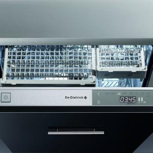 Zmywarka DVH1180GJ całkowicie zintegrowana. Pojemność: 14 kompletów naczyń, zużycie wody: 9 l na cykl, trzeci podzielny kosz na sztućce, 8 programów mycia. Szer. 60 cm, klasa energetyczna A+. poziom głośności: 39 dBA. 4.699 zł, De Dietrich.