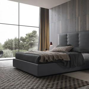 Łóżko Wing system z wysokim, tapicerowanym zagłówkiem. Fot. Presotto.