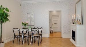 Jasne, przestronne wnętrze, białe meble i ściany, stylowe sztukaterie i ozdobne listwy i typowa dla Skandynawii prostota. Oto wnętrze, w którym każdy poczuje się jak w domu!
