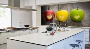 Nie wiecie jak wykończyć ścianę między szafkami w kuchni? Wybierzecie kolorową fototapetę. Specjalnie dla was sprawdziliśmy ile kosztują.