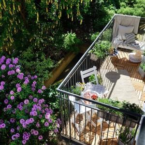 Duży i przestronny balkon. Fot. Alvhem Makleri.