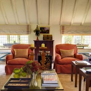 Urządzając przytulne wnętrze nie można zapomnieć o nastrojowym oświetleniu. Fot. Sibylcolefax.com.