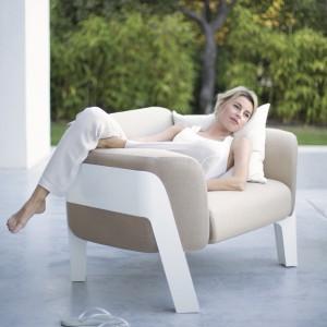Niezwykle elegancki fotel z kolekcji mebli wypoczynkowych Bienvenue marki Ego Paris zachwyca swą subtelną formą oraz lekko, przyjazna dla oka kolorystyką. Fot. Ego Paris.