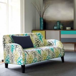 Nowoczesna sofka w nowoczesne wzory. Fot. Villa Nova.